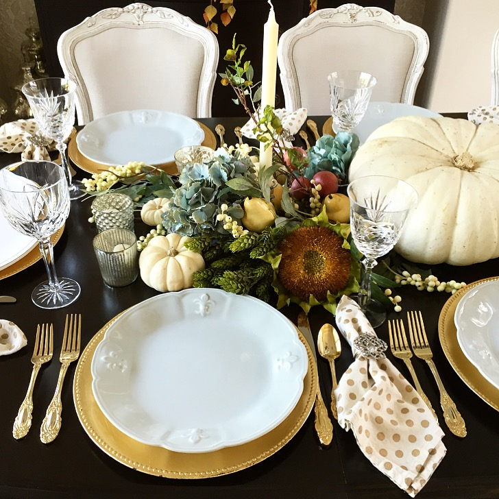 Randi Garrett Design simple thanksgiving tablescape