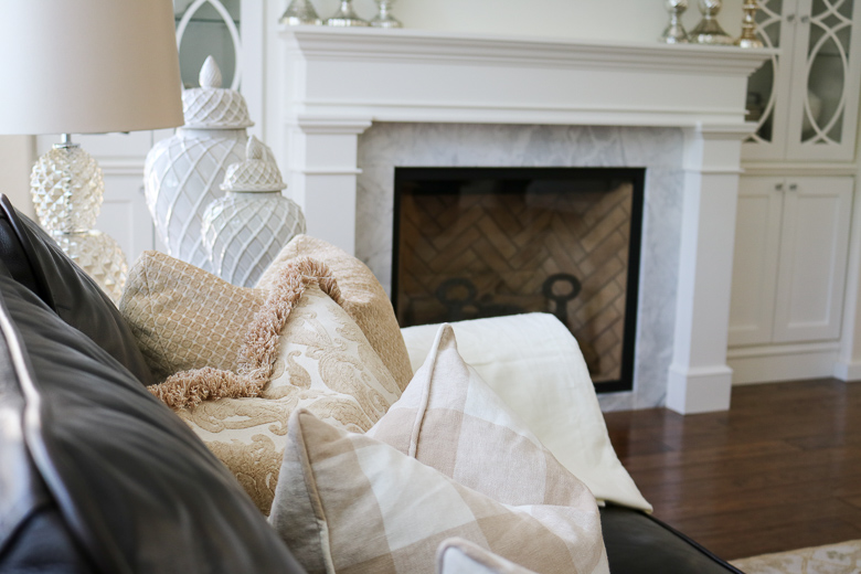 Neutral summer pillows