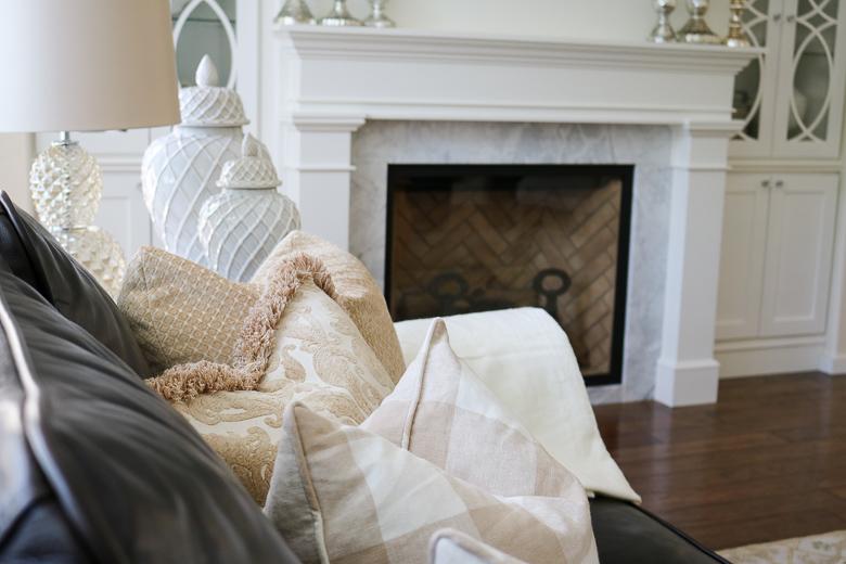 Neutral summer pillows