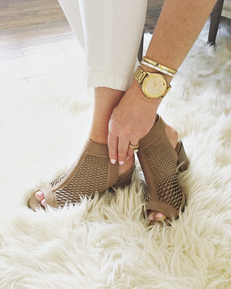 Fashion Friday – How to Give Yourself the Perfect Pedicure at Home
