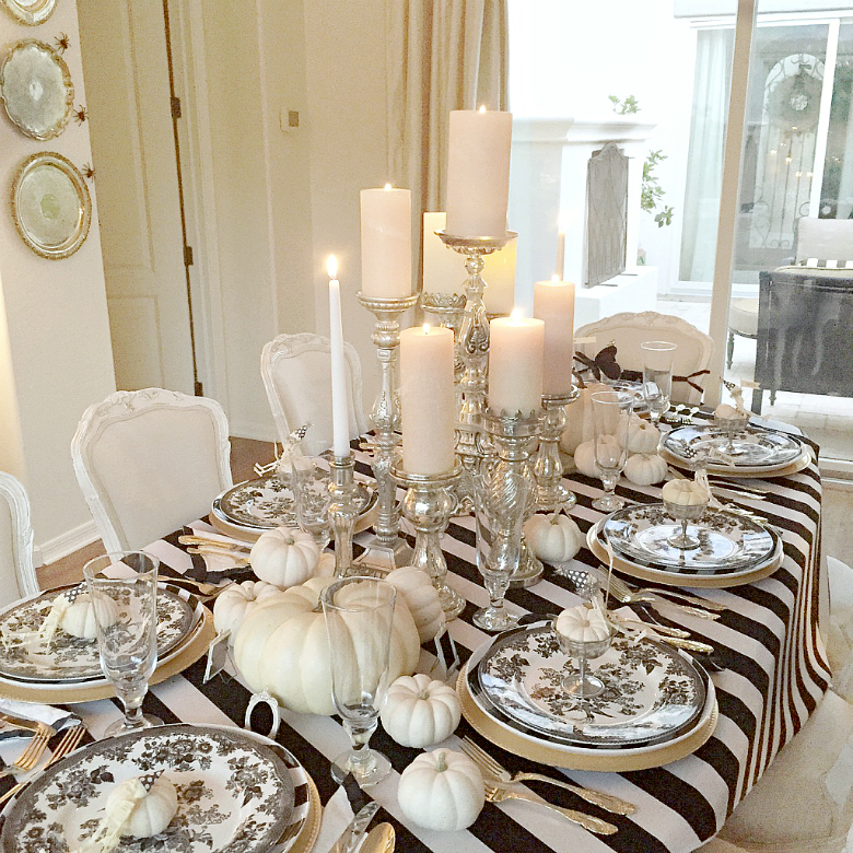 elegant-black-and-white-halloween-tablescape