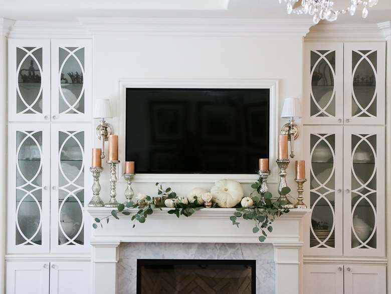 fall-mantle-with-white-pumpkins-and-rose-gold