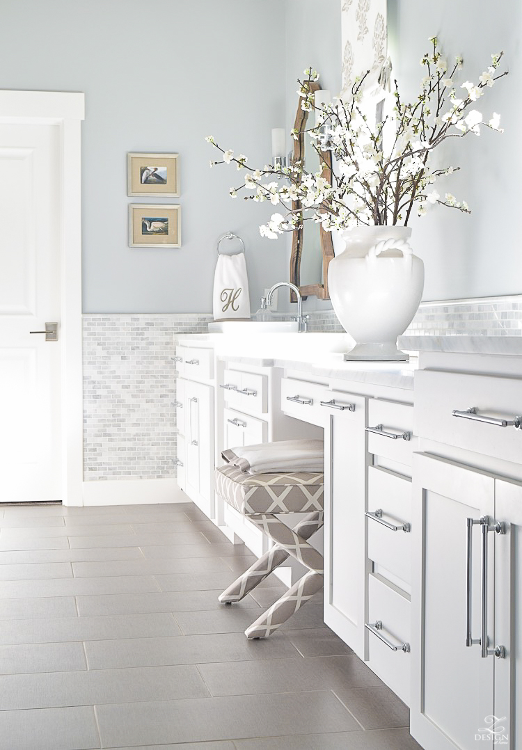 neutral-transitional-master-bath-white-cabinets-carrara-marble-benjamin-moore-silver-lake-2