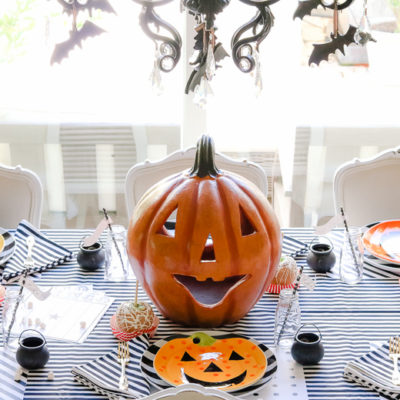 5 Days of Halloween – Day 4 Easy Black and White Kid's Halloween Table