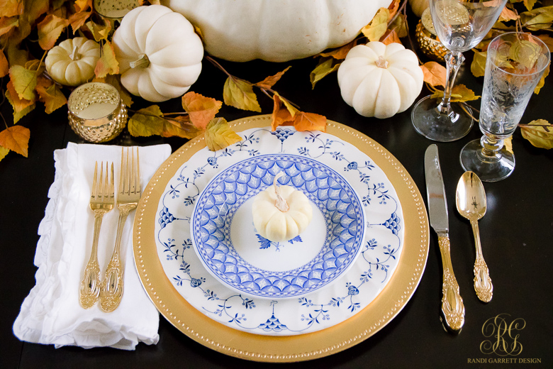 blue-and-white-thanksgiving-place-setting