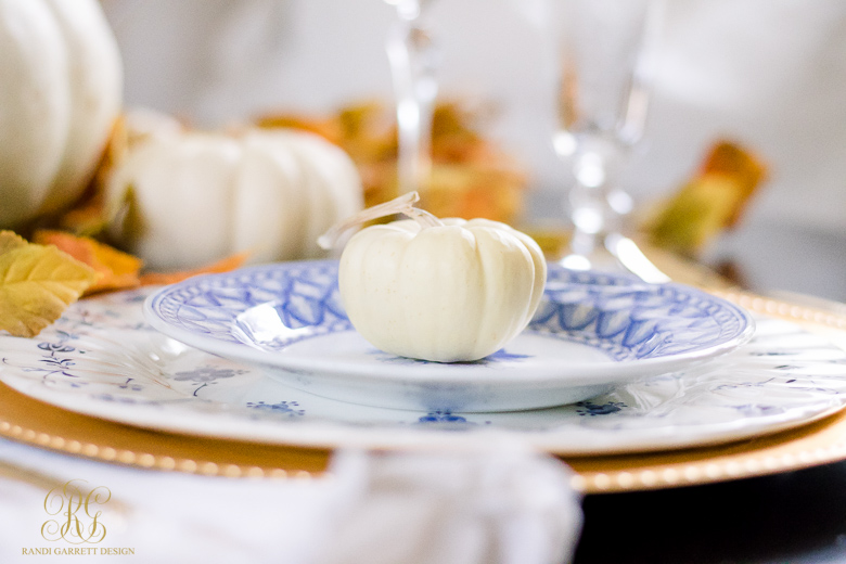 thanksgiving-place-setting-blue-and-white