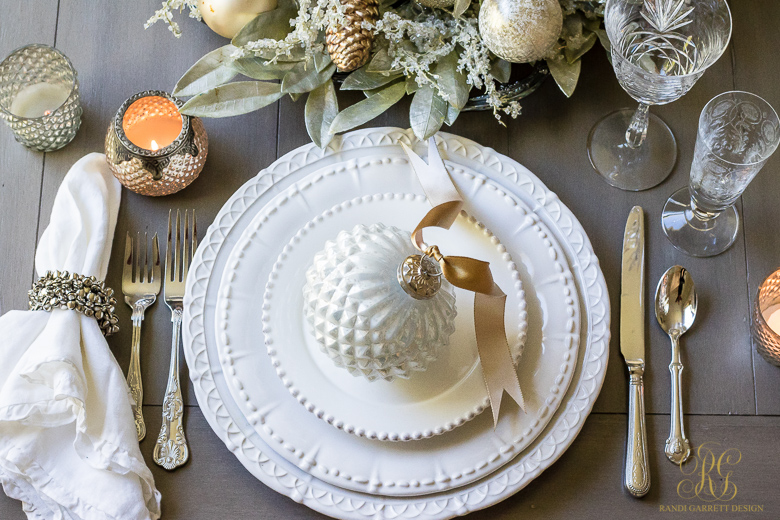 Christmas place setting ideas for the perfect christmas table - Simple christmas table settings ...