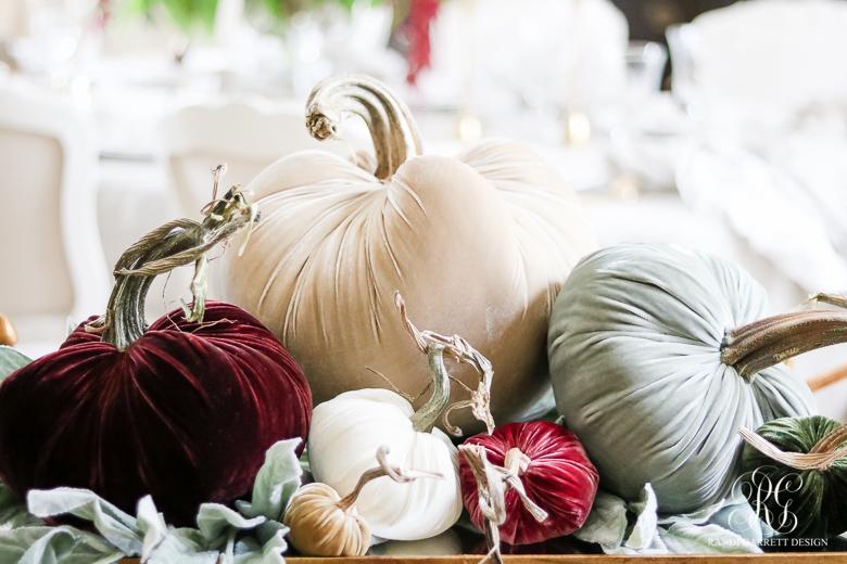 velvet-pumkins-thanksgiving-table