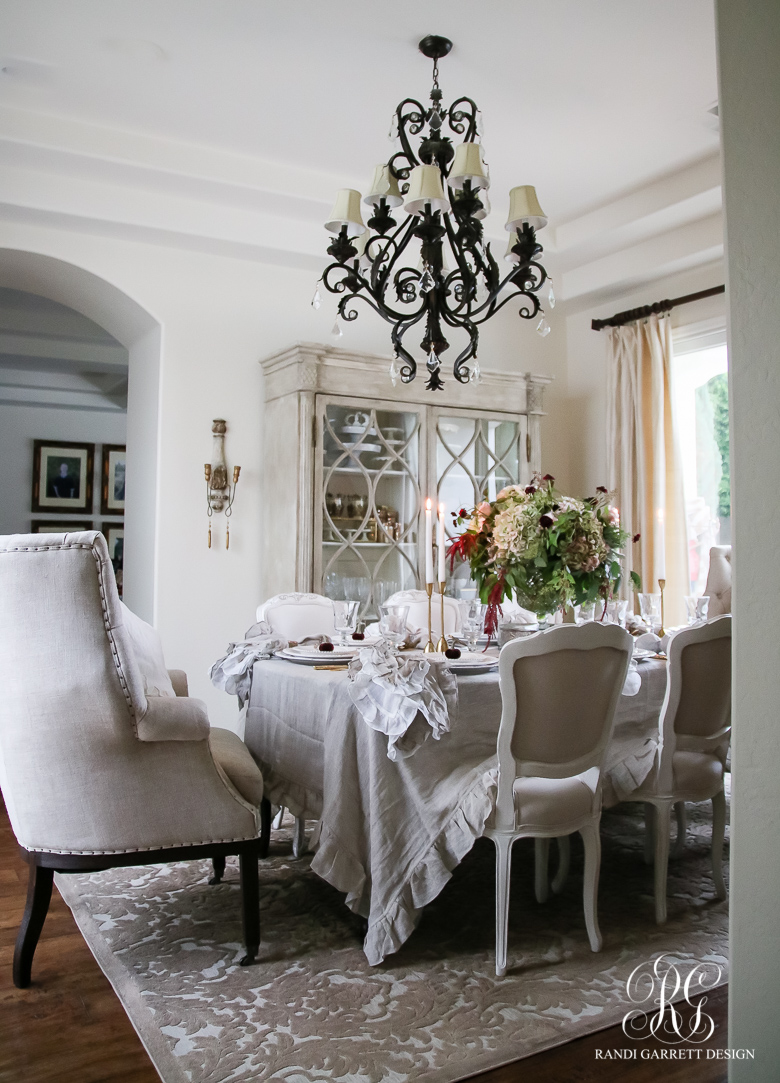 elegant-moody-thanksgiving-tablescape-lily-tablecloth