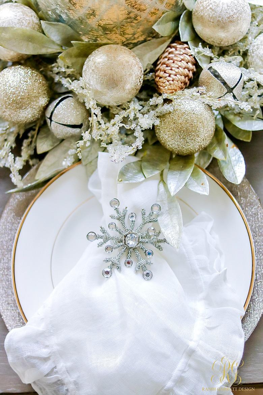 christmas-home-tour-kitchen-christmas-place-setting
