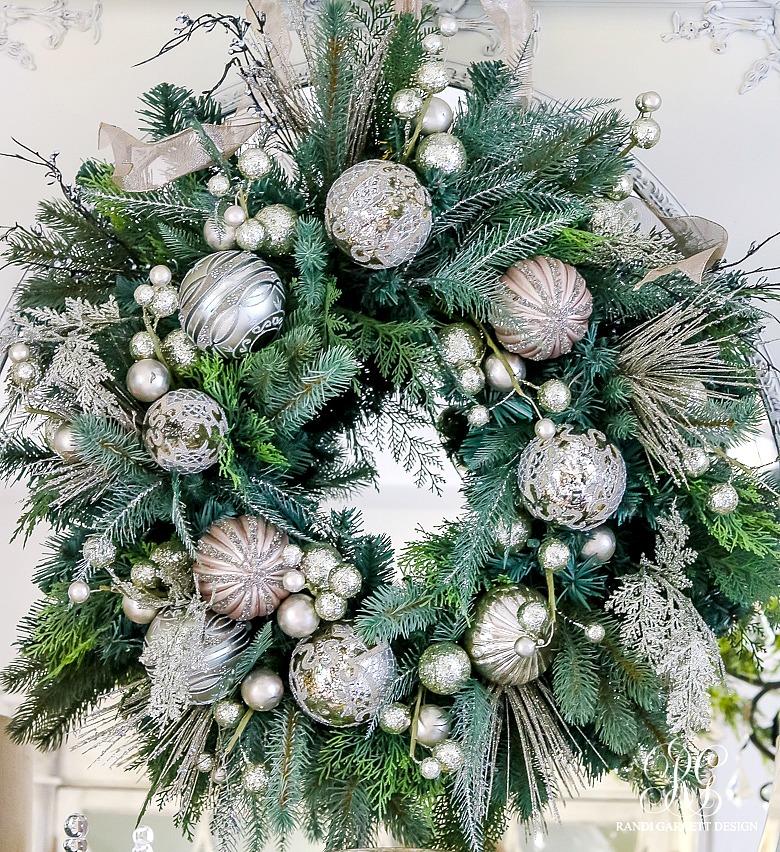christmas-tour-elegant-ornament-wreath