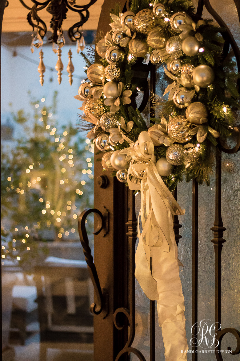 christmas-front-door-silver-and-gold-wreath