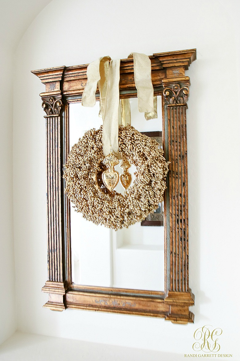christmas-home-tour-mirror-with-gold-christmas-wreath