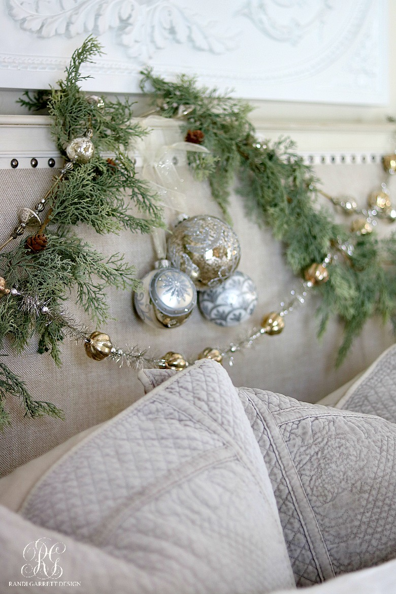 christmas-ornaments-garland-christmas-headboard