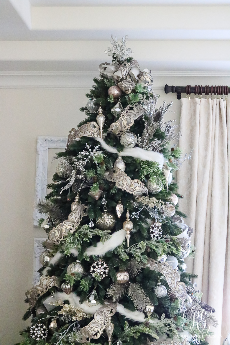 christmas-tree-with-fur-garland