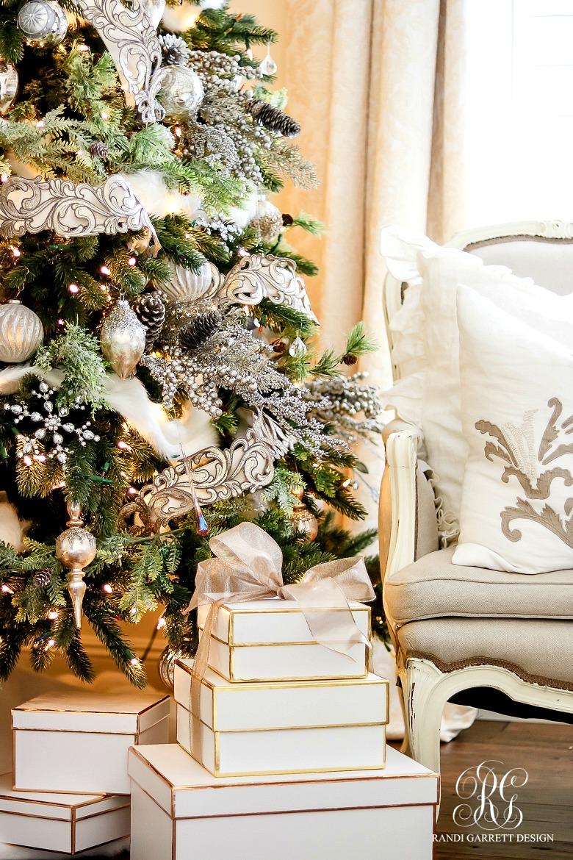 deck-the-halls-christmas-tour-elegant-master-bedroom