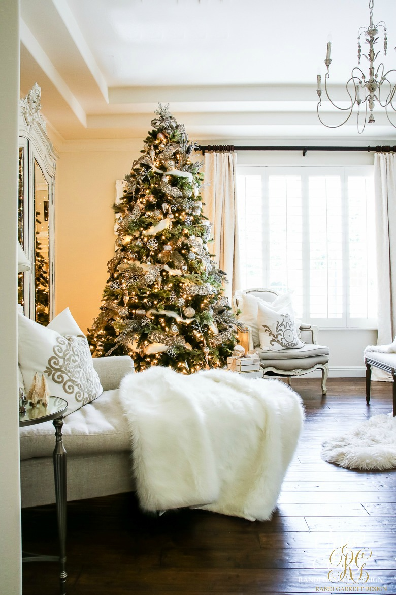 deck-the-halls-christmas-tour-white-christmas-master-bedroom