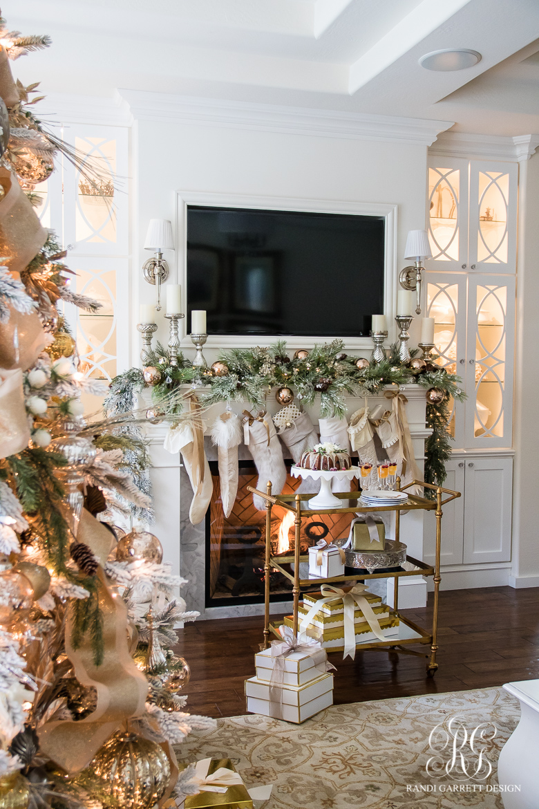 elegant-christmas-fireplace