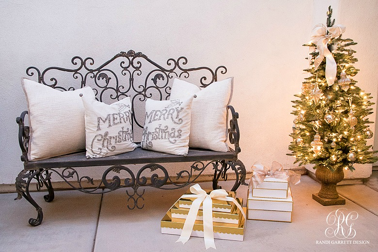 elegant-christmas-bench-front-porch