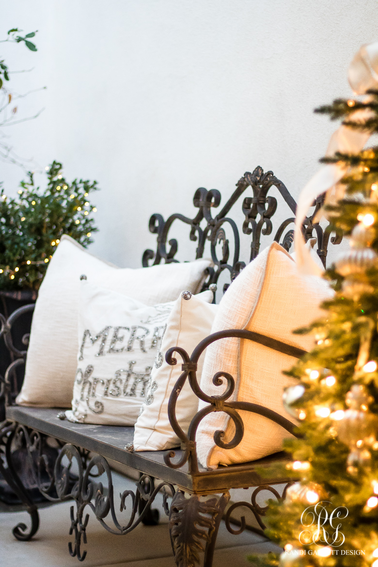 elegant-front-porch-christmas-bench