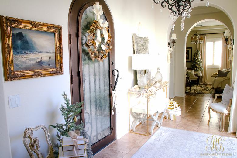 elegant-christmas-entryway