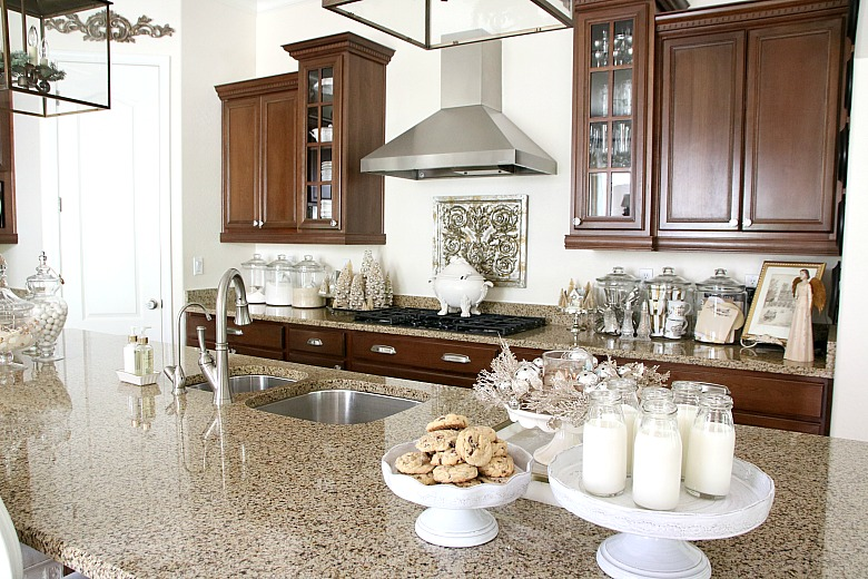 elegant-christmas-kitchen