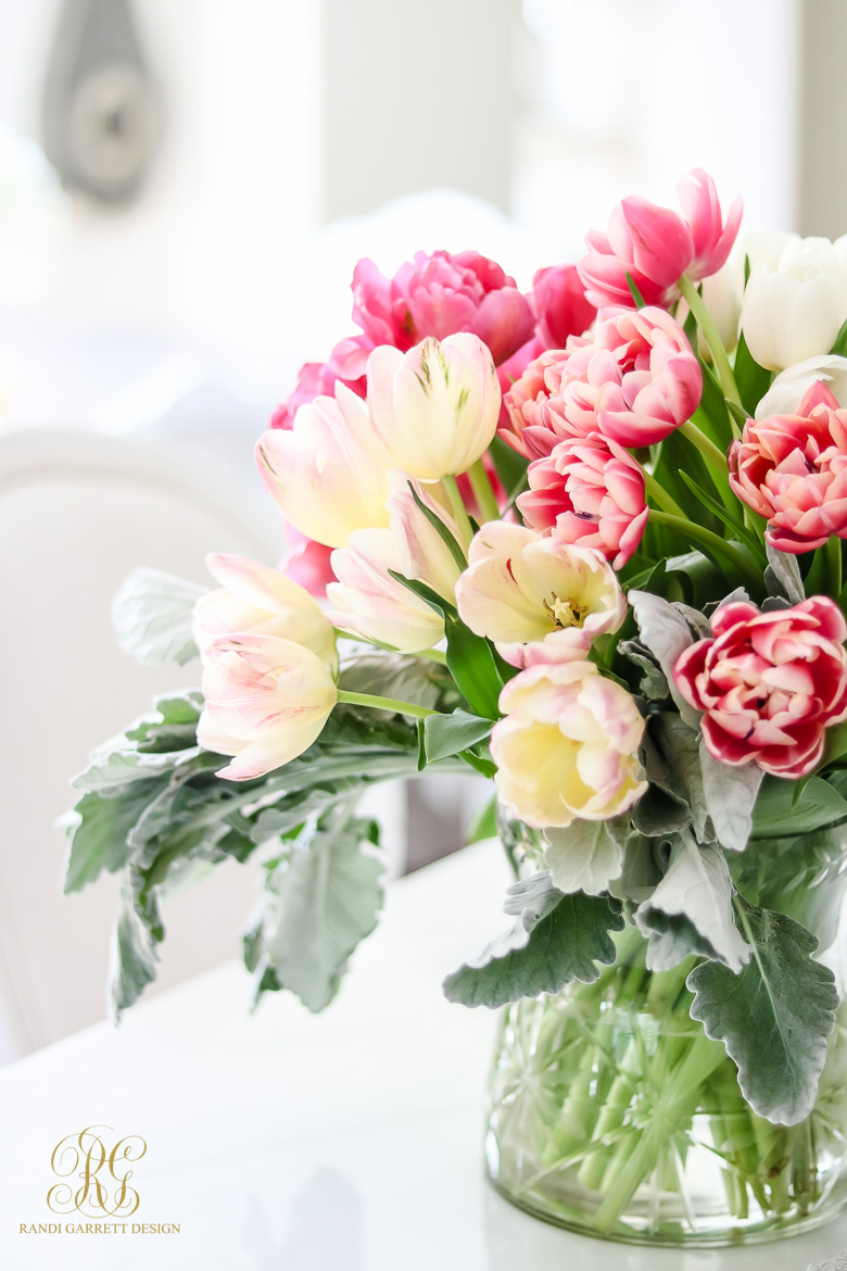 Beautiful spring entertaining ideas with fresh flowers and mini bouquets izmirmasajfo