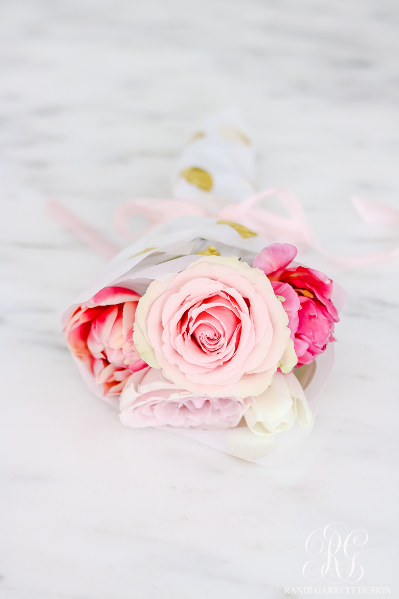 Beautiful spring entertaining ideas with fresh flowers and mini bouquets if you are a guest at a party this spring instead of the hostess bring one of these mini bouquets as a hostess gift they make the most beautiful gift for izmirmasajfo
