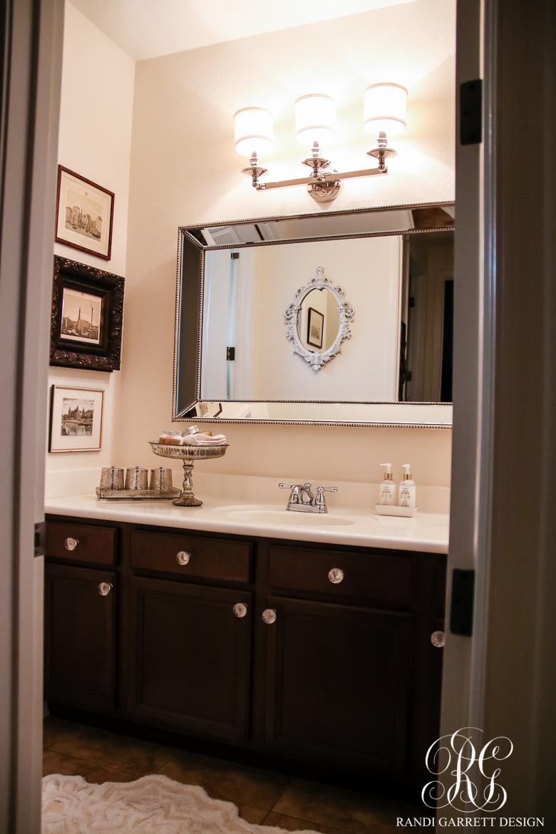take a look at the guest bathroom beforeu2026