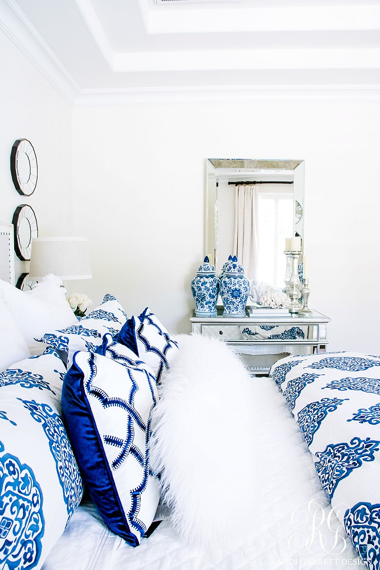 Enjoyable Blue And White Bedroom Decorating Ideas
