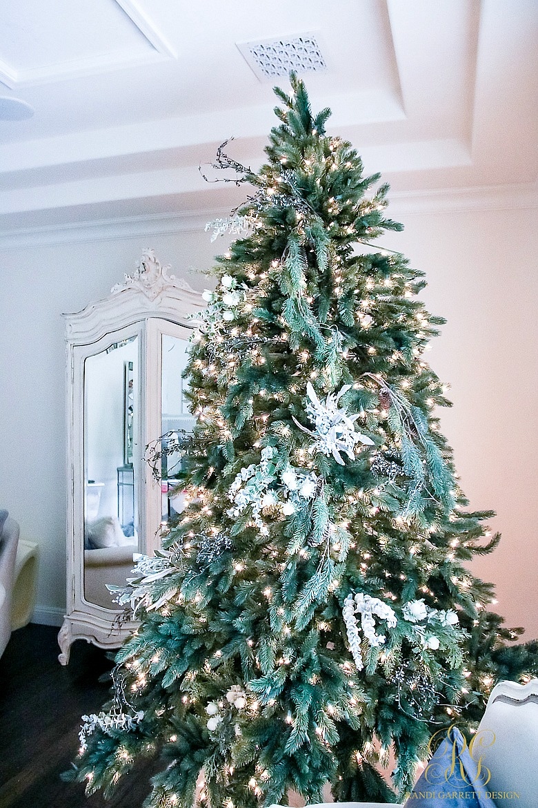 Tips for Trimming your Christmas Tree like a Pro Randi
