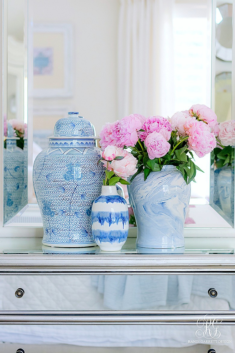 Pink peonies in ginger jars - summer decor ideas