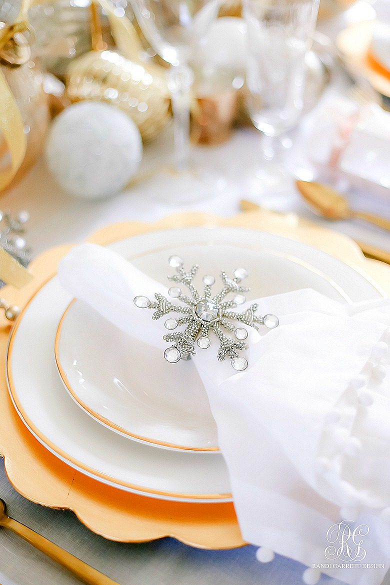 Elegant christmas table - silver and gold