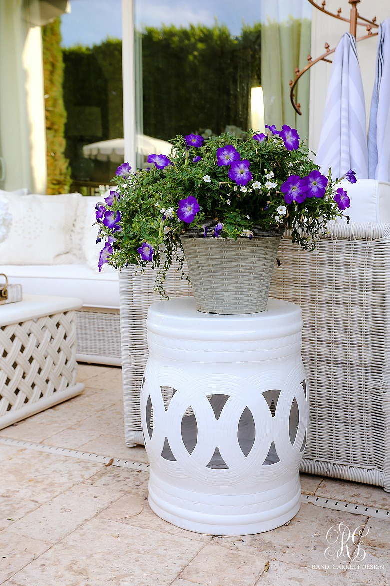 white drum outdoor side table - Must Have Outdoor Pieces for Summer Entertaining