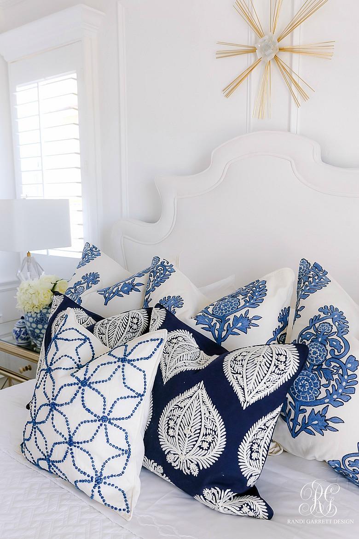 blue white pillows - gorgeous bedroom