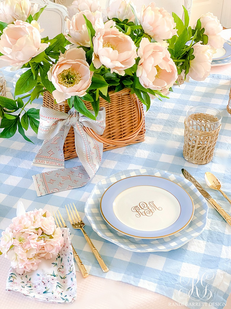 pink blue easter table - simple easter centerpiece