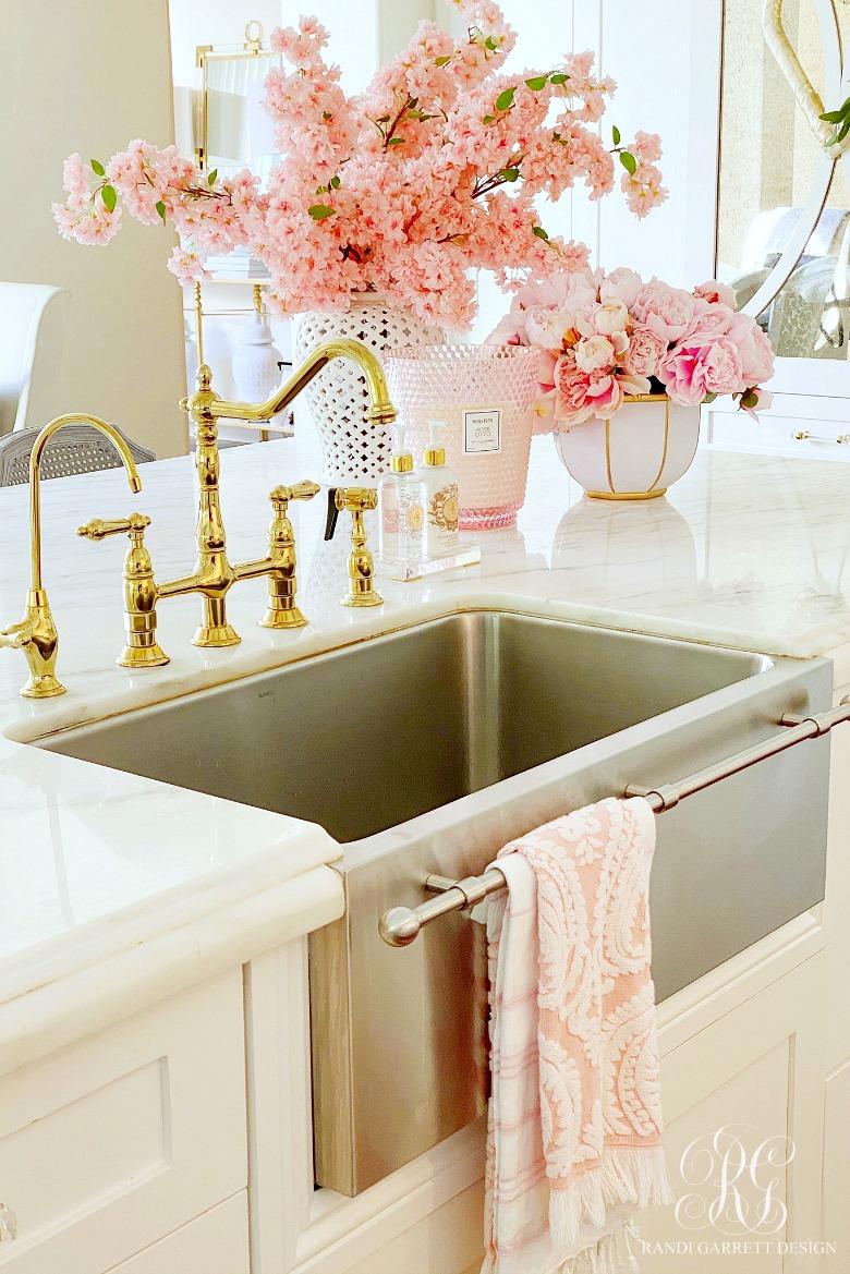 brass kitchen faucet - glam kitchen