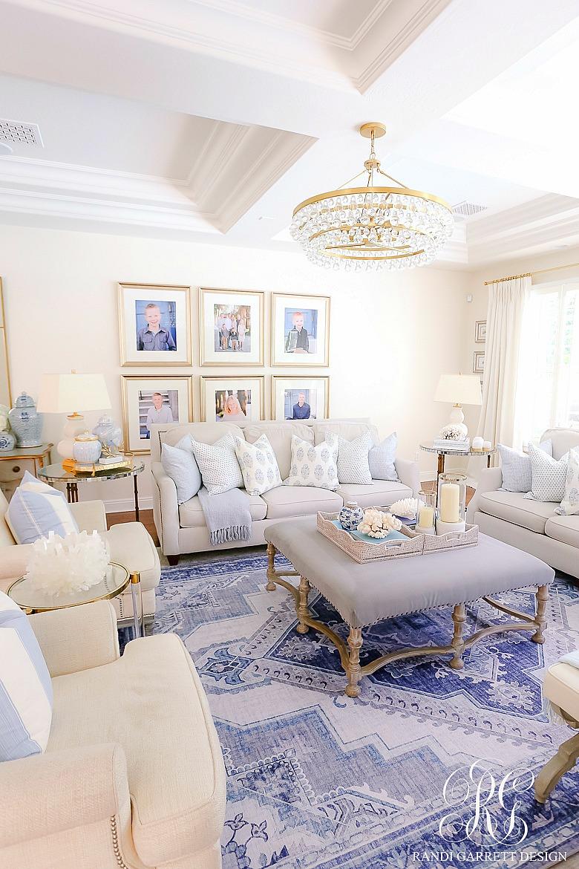 gorgeous family room blue white decor