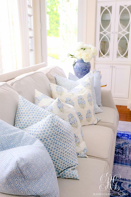 summer pillows blue white