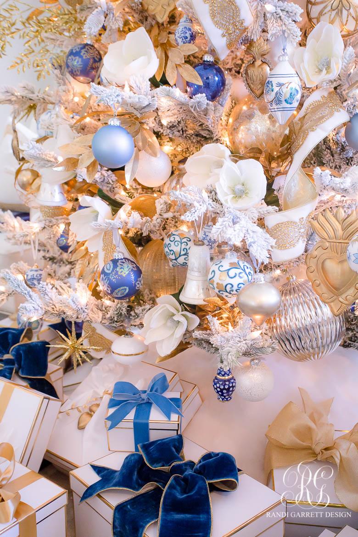 Elegant Blue, White and Gold Christmas Tree