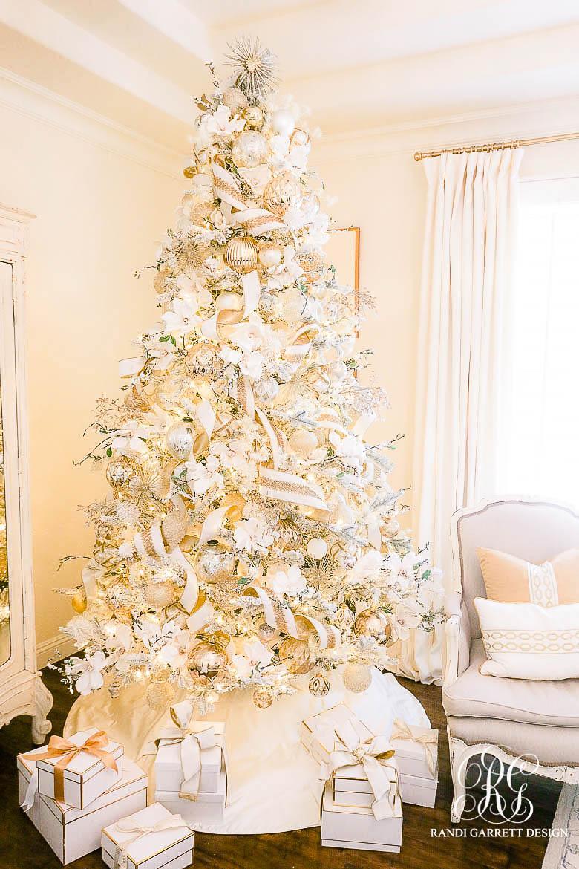 White + Gold Glam Christmas tree