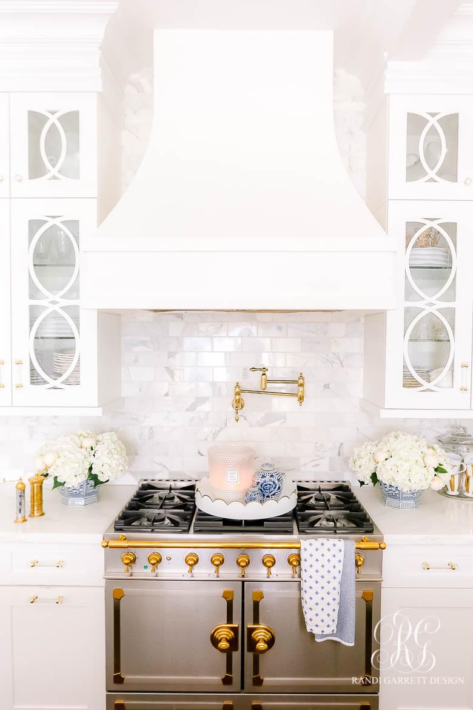 la cornue blue and white kitchen