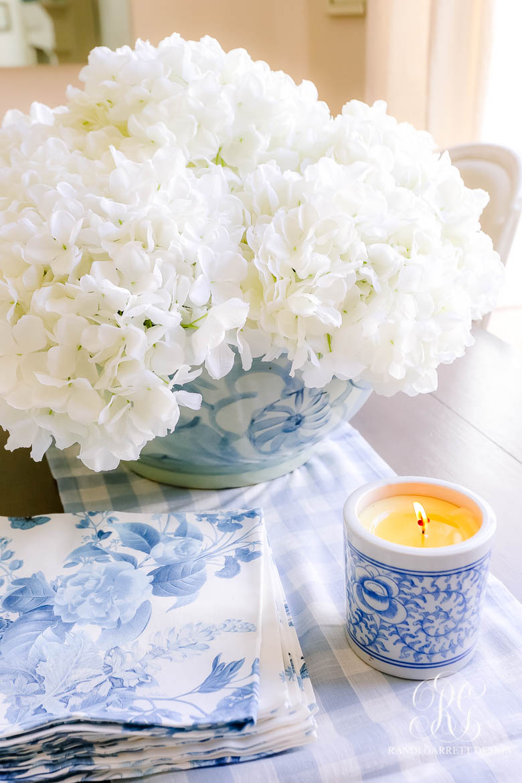 white hydrangea arrangement